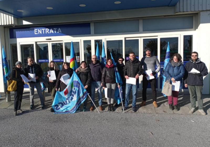 Stamane lo sciopero per la madre di due figli licenziata dall'Euronics
