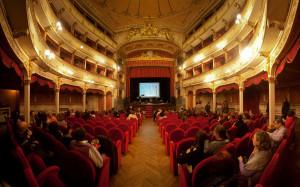 L'orchestra a fiati 'Antica Musica del Corpo Pompieri di Torino 1882' sul palco del Toselli di Cuneo