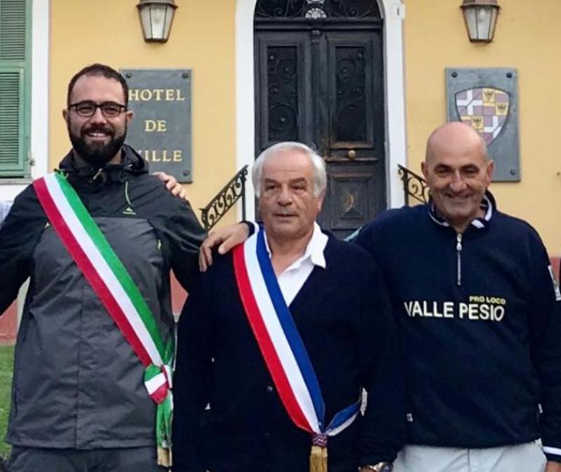 Erbì (a destra) insieme ai sindaci di Chiusa Pesio e Tenda, Baudino e Vassallo