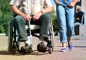 È invalido totale, ma cammina e guida l'auto: a processo per truffa