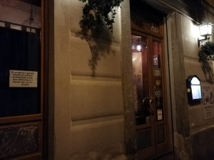 Cuneo, residenti in guerra con il pub Lucertolo's: 'Schiamazzi e rumori dal dehor estivo'