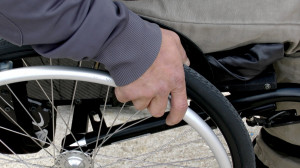 Saluzzo, derubò un tetraplegico: condannato a otto mesi