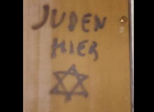 Mondovì, una fiaccolata per rispondere alle scritte antisemite sulla casa che fu di Lidia Rolfi