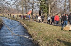 Più di cento persone a Vignolo per la 'Protesta dei pesci di fiume'