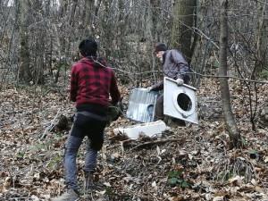 Verzuolo, i volontari AIB e Protezione Civile hanno pulito la collina dai rifiuti