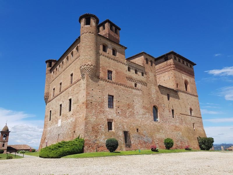Al castello di Grinzane si presentano i libri di Giandomenico Genta e Giovanni Quaglia