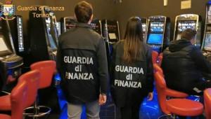 Slot machine manomesse per ridurre le vincite: controlli della Finanza anche ad Alba e Bra