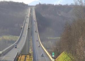 Fossano, perde il controllo del drone che cade sull'autostrada: denunciato 28enne