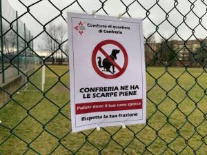 Confreria, spariti tutti i cartelli affissi per sensibilizzare i padroni dei cani a pulire le deiezioni
