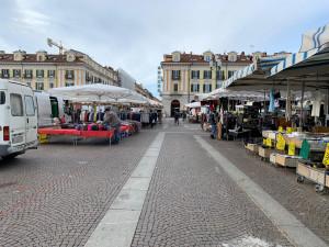 Cuneo, mercato deserto nel primo giorno di decreto anti-coronavirus