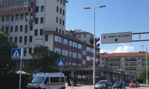 Cuneo, anche i dipendenti Amos autorizzati alla sosta gratuita in zona ospedale