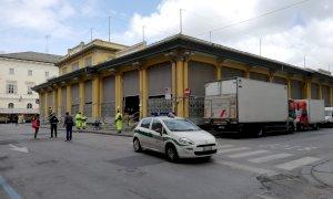 Cuneo va avanti per la sua strada: mercato alimentare aperto e controlli per tutti