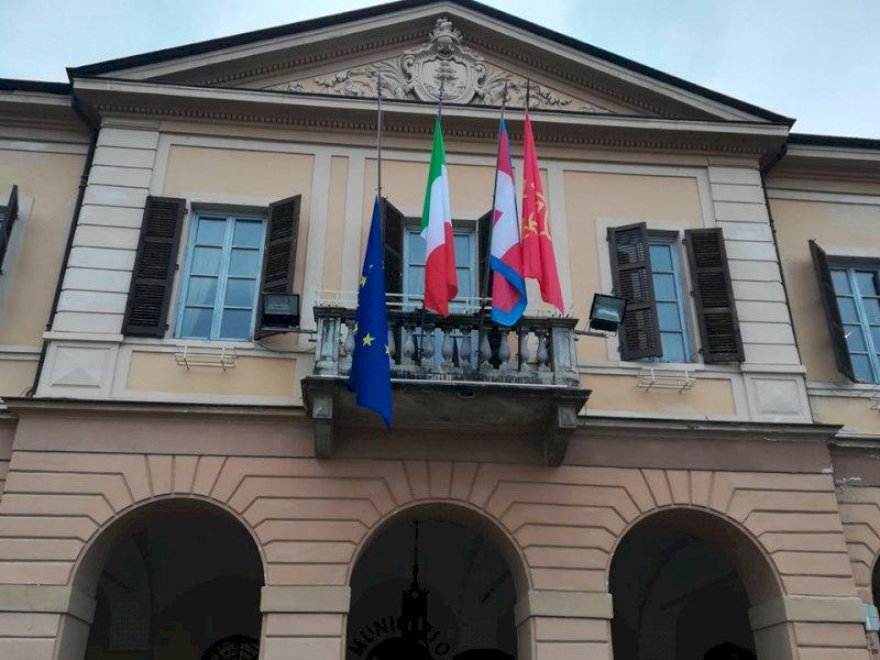 L'appello di un gruppo di giovani peveragnesi: 'Un errore ammainare la bandiera dell'Ue sul municipio'