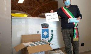 Arrivano a Entracque le prime tra le diecimila mascherine donate da un concittadino emigrato in Asia