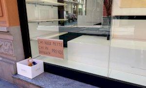 'Chi vuole mette, chi è in difficoltà prende': un angolo di solidarietà nel centro di Cuneo