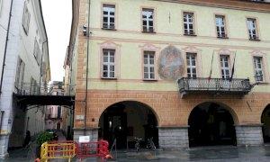 Tegola pericolante sul tetto del Conservatorio di Cuneo: transennata l'area
