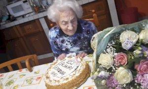 Festa per i 112 anni di Erminia Bianchini Defilippi: a Diano d'Alba abita la donna più anziana d'Italia