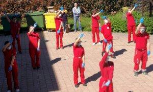 I giovani della Croce Rossa peveragnese agli ospiti della casa di riposo: 'Non siete soli'
