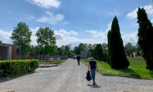 Riaperti i cimiteri di Cuneo e frazioni, al momento l'uso della mascherina è solamente ''suggerito''