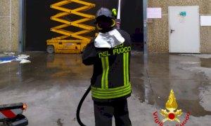 Sommariva Bosco, a fuoco un capannone di una ditta specializzata nel trattamento rifiuti