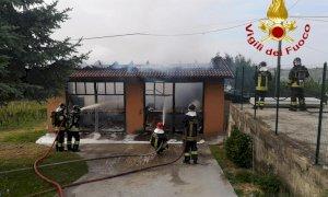In fiamme un fabbricato a Mango, intervento dei vigili del fuoco