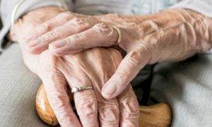 Anziani non autosufficienti e lungoassistenza: la Regione approva i criteri di riparto 2020