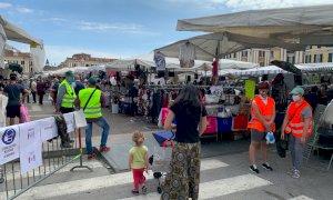Cuneo, il mercato del martedì si ripopola di bancarelle e clienti