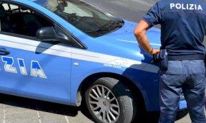 Cuneo, durante un litigio camionista lancia la tazzina da caffè addosso alla barista