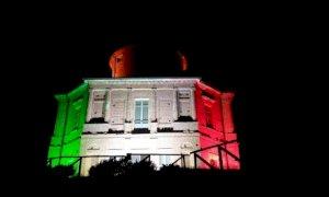Un'unica grande bandiera fatta di luci tricolori illumina 40 luoghi simbolo dell'Italia