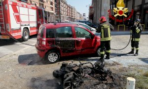 Cuneo, scooter in fiamme in corso Nizza