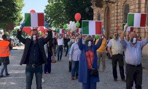 'Manifestiamo contro il peggior governo della storia del Paese': a Cuneo la protesta di Fratelli d'Italia