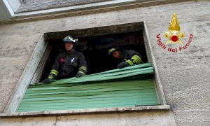 Fiamme in un appartamento in corso Dante a Cuneo, sul posto i Vigili del Fuoco