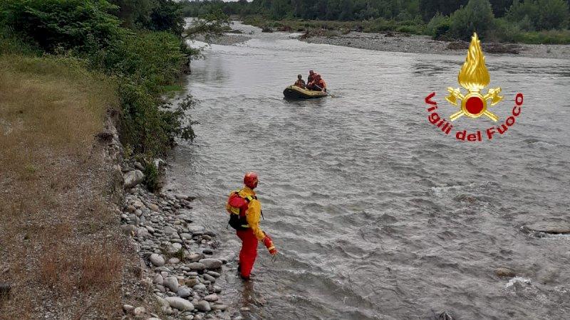Pescatore bloccato dal maltempo su un isolotto del fiume Stura, i vigili del fuoco lo portano in salvo