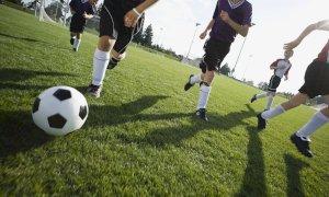 Secondo la FIGC dilettanti e giovani possono giocare a calcio, ma solo a distanza di sicurezza