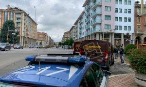 Portavalori e auto della Polizia fermi in piazza Europa, ma è soltanto un guasto al motore