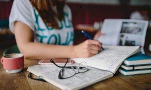 Dieta prima degli esami: occhio all'abuso di caffè e al cibo spazzatura