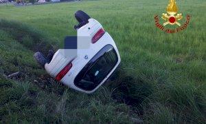 Mondovì, auto ribaltata sulla tangenziale dopo un tamponamento