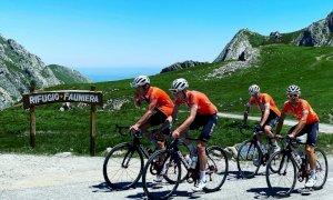 Ciclismo, Chris Froome e i campioni del Team Ineos in allenamento sul Fauniera