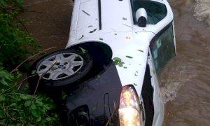 Finisce nel torrente con l'auto a Chiusa Pesio: salvataggio in extremis per una donna di 79 anni