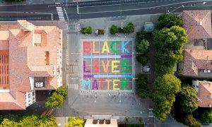 Caso George Floyd, una scritta 'Black Lives Matter' anche a Cuneo?