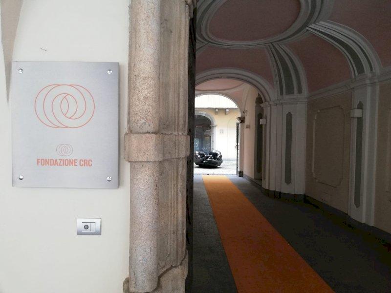 L'assalto di Intesa Sanpaolo a Ubi Banca spaventa Cuneo: in Consiglio comunale il dibattito sulla fusione