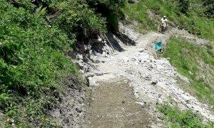 Intervento sul sentiero per i laghi Arbergh nell'alta val Grande di Palanfrè