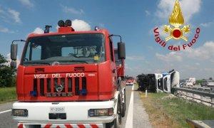 Camion ribaltato sulla Torino-Savona all'altezza di Marene