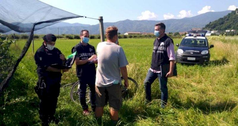 Undici braccianti stranieri senza contratto in due aziende agricole del Saluzzese: 'stangata' da 50mila euro