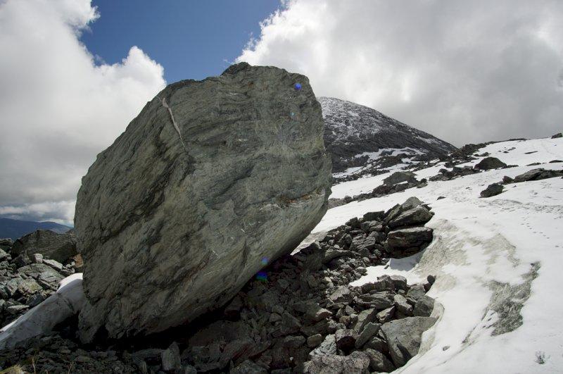 Nuovi distacchi di roccia dal Monviso, il 'Re di Pietra' continua a sgretolarsi