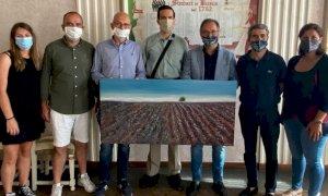 Busca, l'artista Fabrizio Oberti ha donato una sua opera alla Città