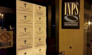 La macabra iniziativa di Casapound, spuntano necrologi davanti alle sedi INPS