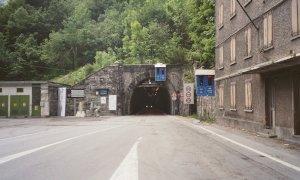 Riapre il tunnel del Tenda, ma i tempi di attesa sono di 50 minuti