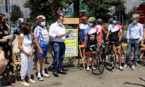 Ha fatto tappa anche ad Alba il Giro del Piemonte della 'ciclista dei record' Paola Gianotti