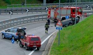 Incidente sul ponte dell'Est-Ovest, auto ribaltata e cinque feriti (non gravi)